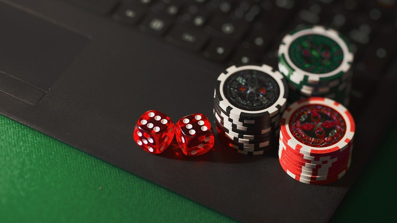 Smart and Safe Ways You Can Have Fun While Gambling On The Internet