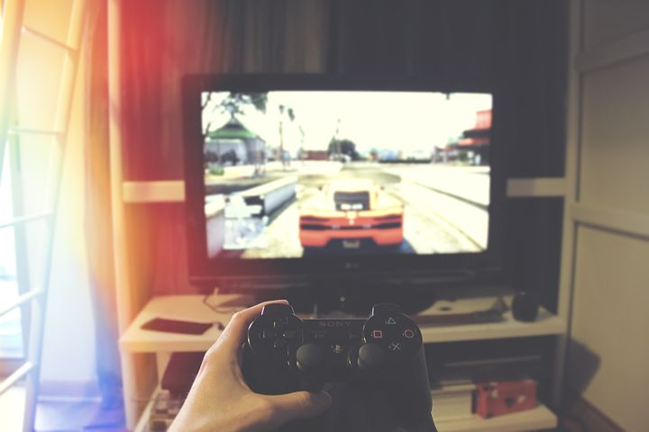 The Top 5 Celebrities That Play Online Games