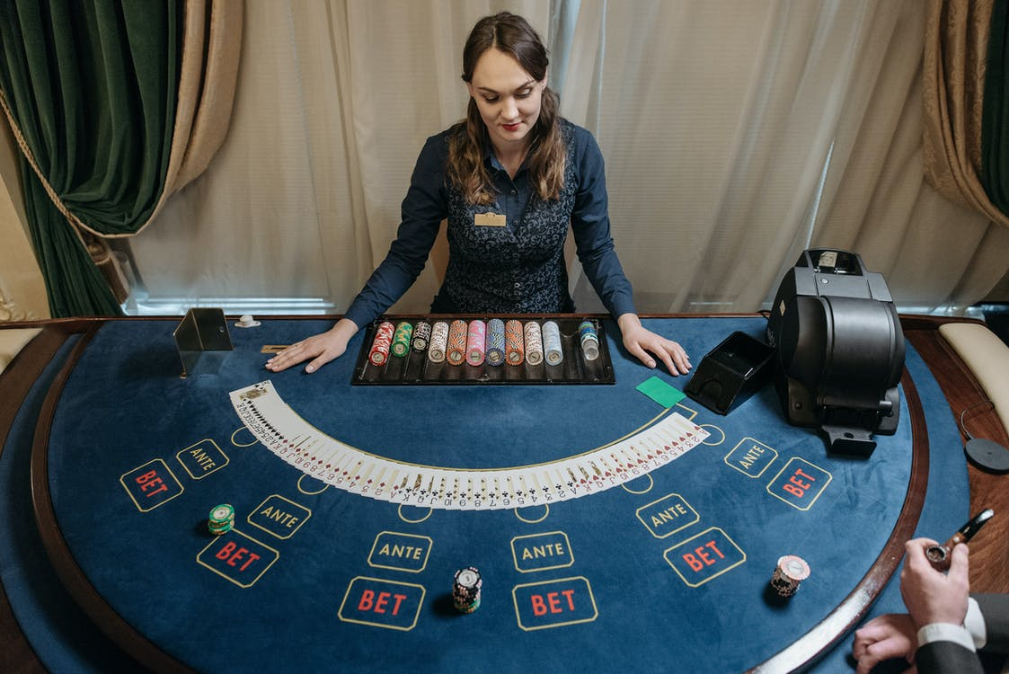 10 Celebrities Who Love to Play Poker